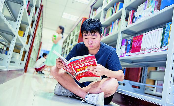 永济:暑期阅读火 避暑充电忙