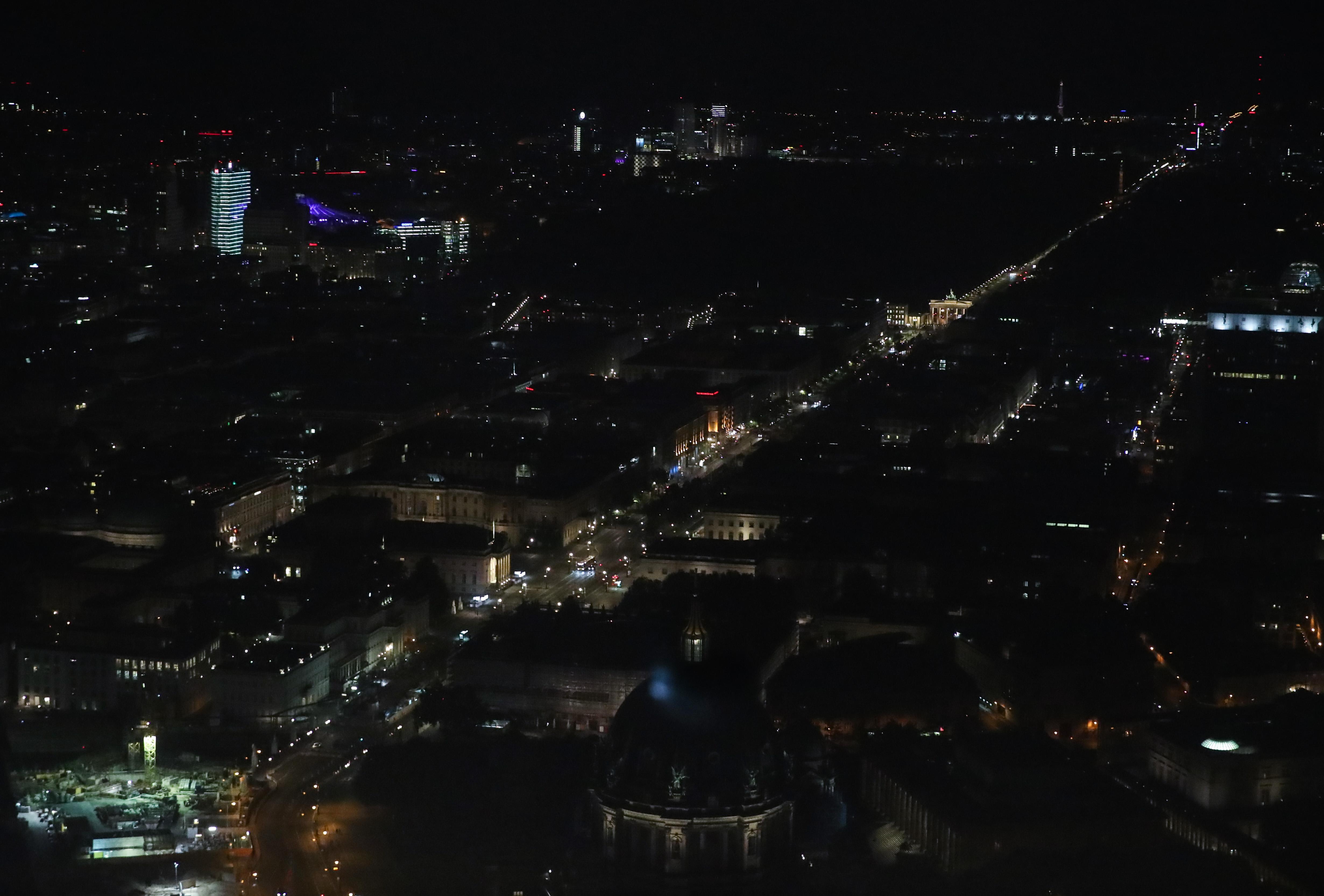 """德国柏林:夜来""""菩提树下"""""""