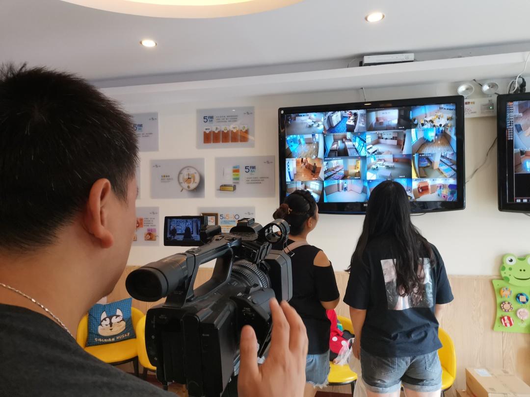 河南广播电视台走进婴之杰,1000余名宝宝快把摄像师萌晕了