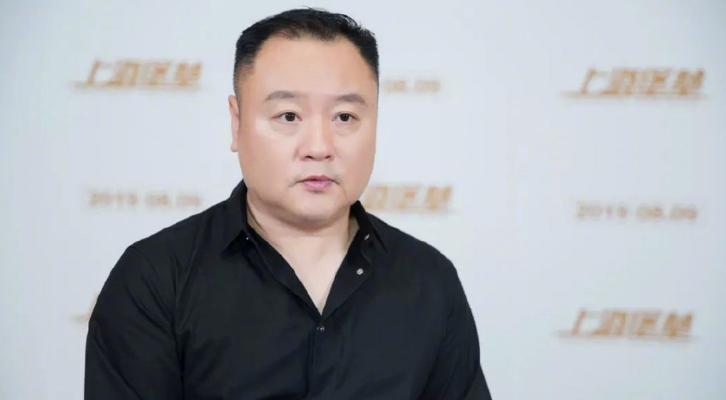向佐为鹿晗怒怼《上海堡垒》导演滕华涛 没有一点当导演的修养