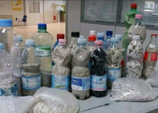 情侣海滩游玩,顺便装14瓶沙子要带回家,结果面临6年监禁_撒丁岛