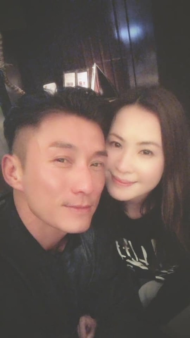 <b>香港演员陈山聪被曝11月1日办婚宴 女方从事美容行业</b>