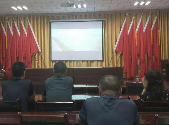 木垒县人民法院干警同结对亲戚共观电影《昆仑兄弟》