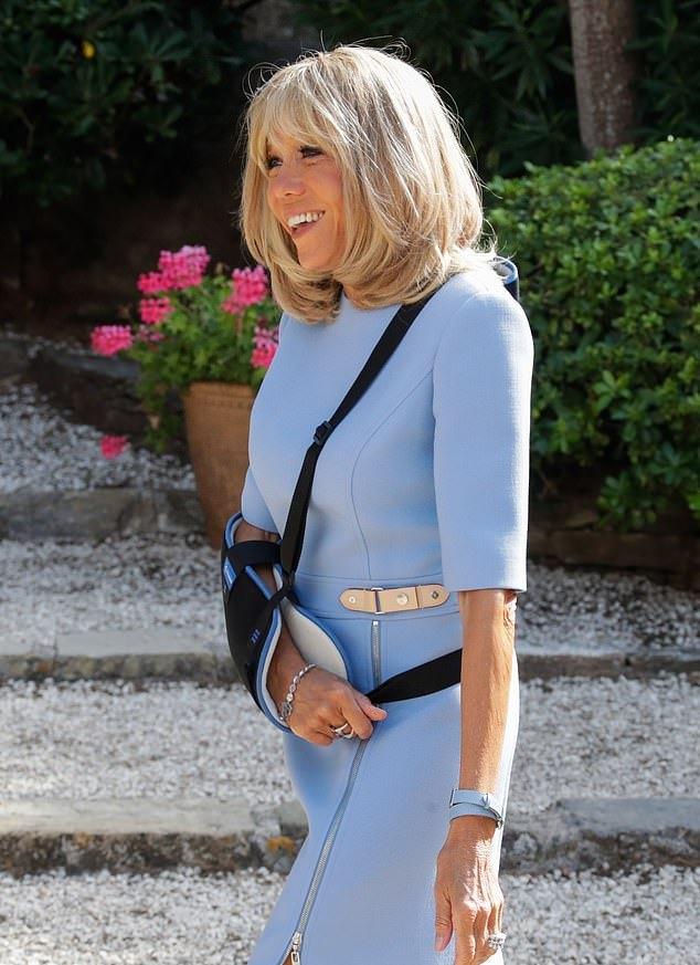 普京是不是整容了_66岁布丽吉特穿蓝裙见普京好自信!整容后不一样了,和马克龙更 ...
