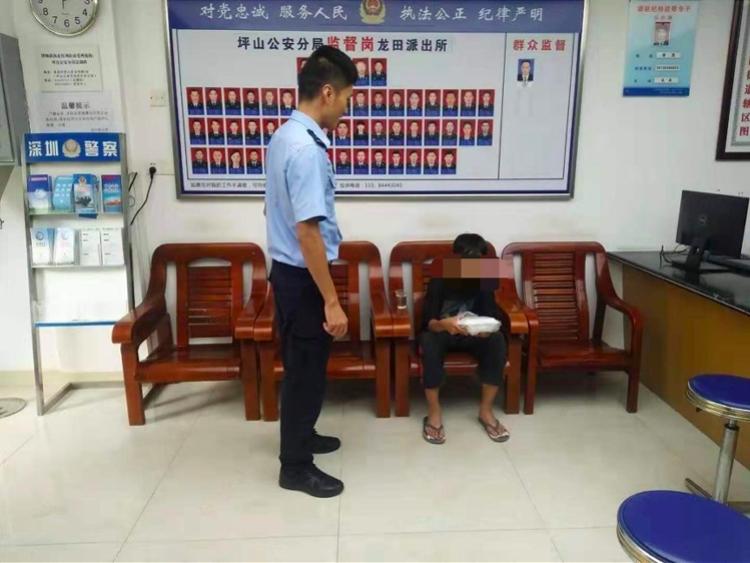 12岁云南男孩离家出走到深圳,打工被拒流落街头,民警帮助回家