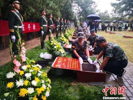 兰州举行参战牺牲烈士安葬仪式 弘扬英烈精神