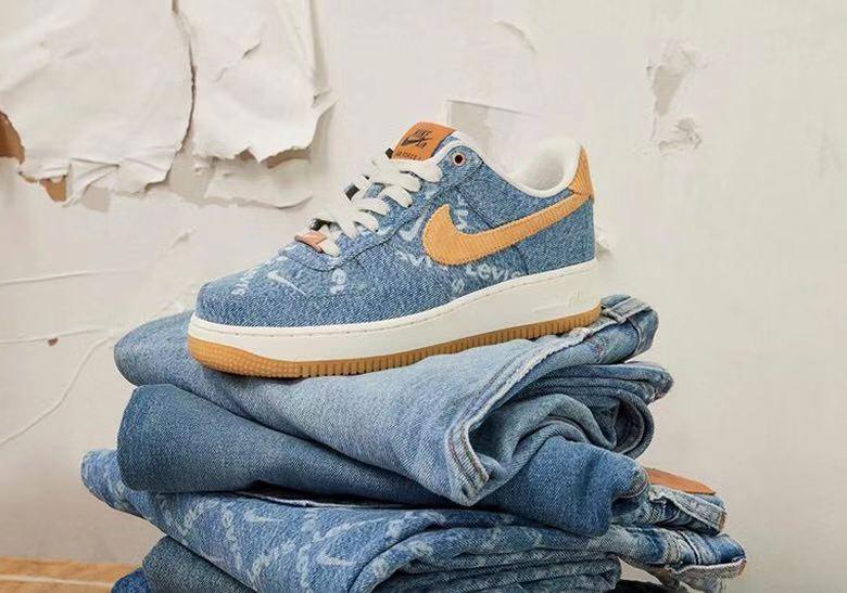 Levi's x Nike 特别定制突袭发售!你有抢到吗?