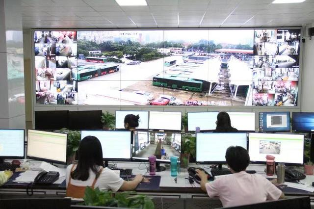 <b>开学季将至 郑州公交加大运力助力学子返校</b>