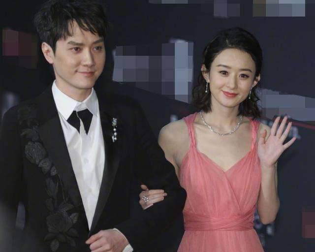 冯绍峰接机赵丽颖,两人手牵手击破离婚传言