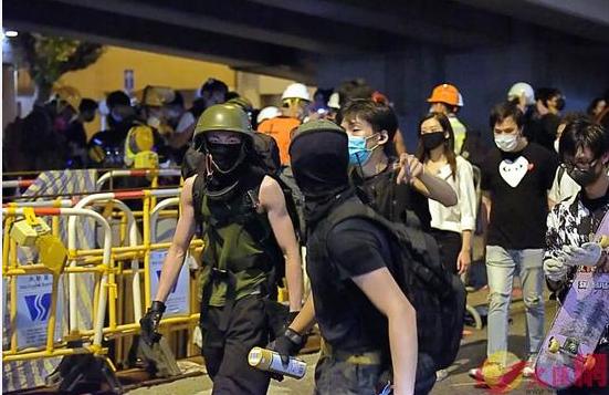 香港暴徒骚扰市民:手机推送威胁内容、强迫站队_民意