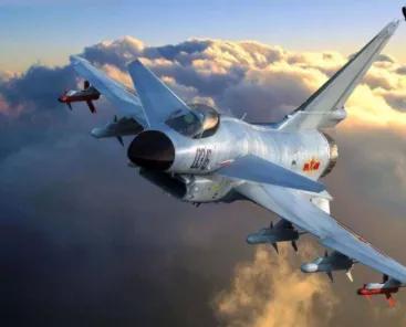 外军两架C130飞向香港,机上没载任何人员装备,歼10护航后放行
