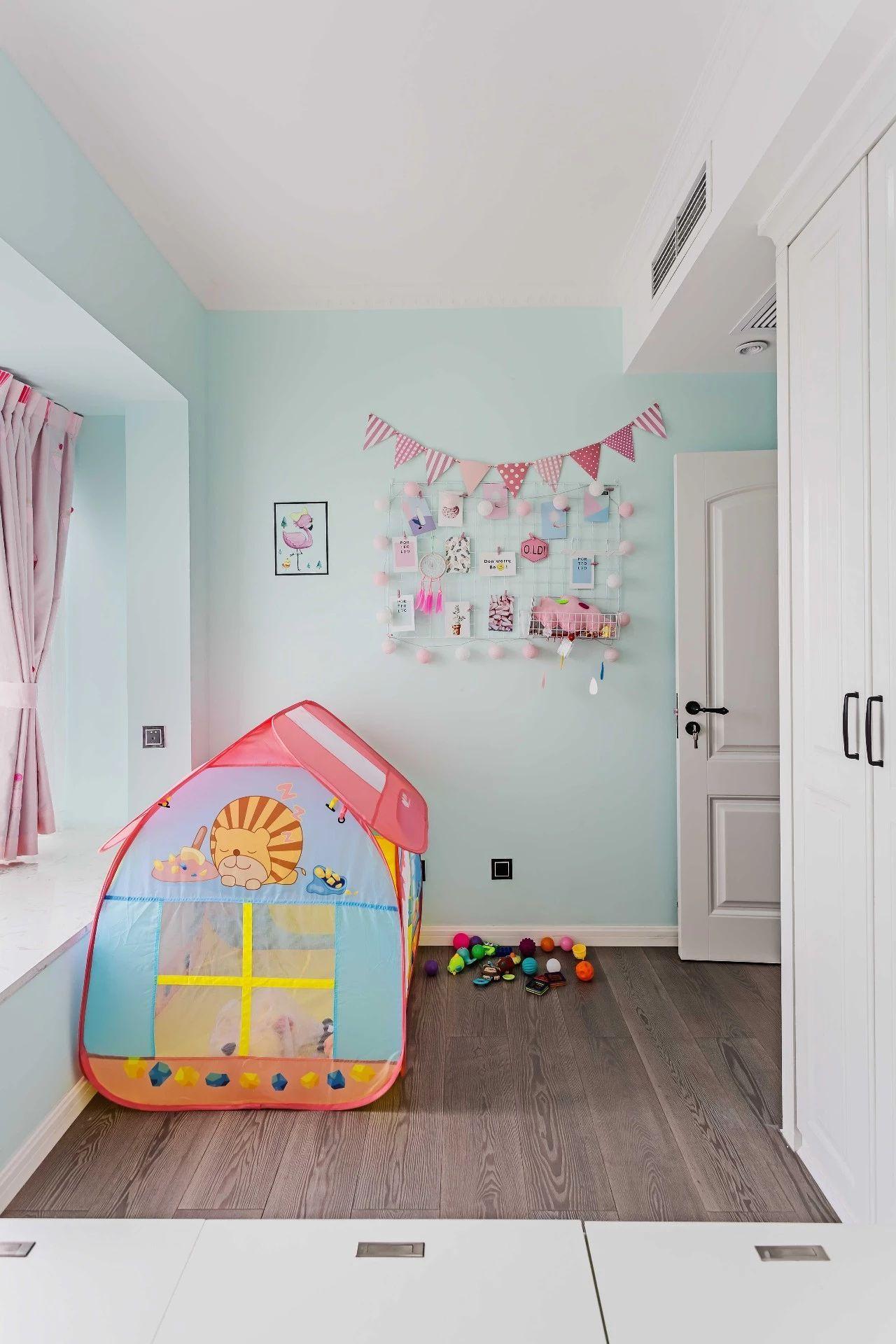 这个空间房摆上的是一张有限床上子母,让儿童的下铺利用化的得以漫画恐怖鸡校图片