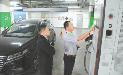 乌鲁木齐站北广场新增4台汽车充电桩