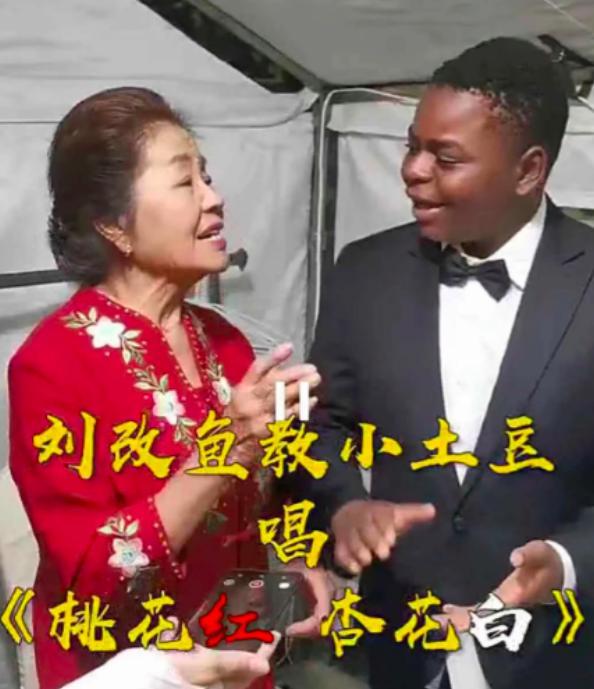 """吴京黑人""""干儿子""""当网红,做直播捞金,壕到开敞篷跑车"""