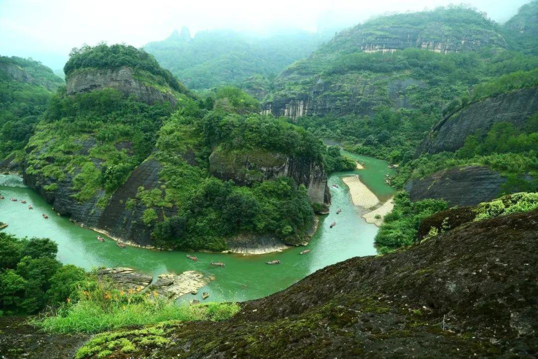 100跹�n�쮚Z_奔腾强势似黄河之水天上来的玉龙瀑布,雍容高洁,蹁 跹优雅的孔雀瀑布