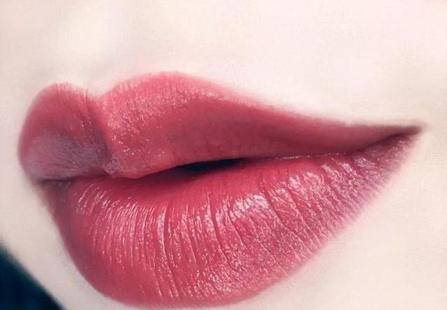心理测试:看你喜欢什么唇色,就能测出谁对你不离不弃,很准