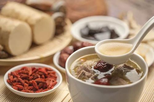 秋季进补一定要吃山珍海味吗?营养师:有蛋奶、粗粮和蔬菜就够了