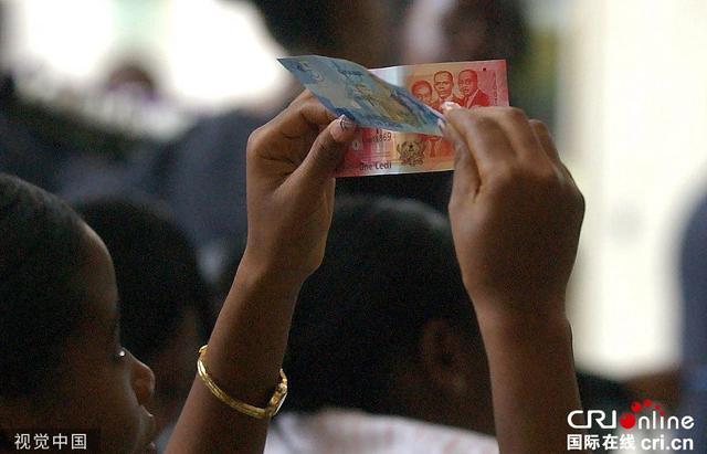 """加纳的""""金融噩梦"""":银行业整顿不当 7万人投资款无法兑现"""