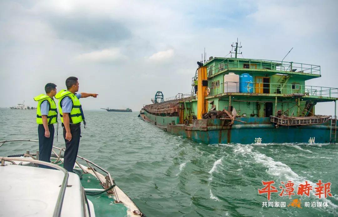 扫黑除恶 重拳出击!实验区海渔支队查获6艘非法采砂船!