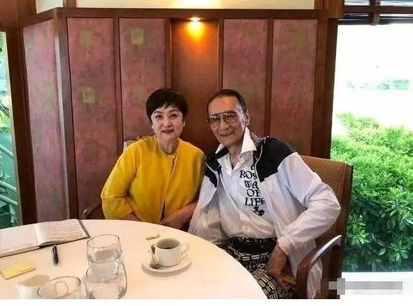 今年82岁谢贤即将在巴黎和前妻结婚的消息