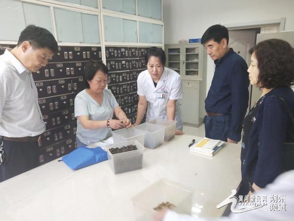 省级专家来朔城区检查中医药饮片采购和验收工作