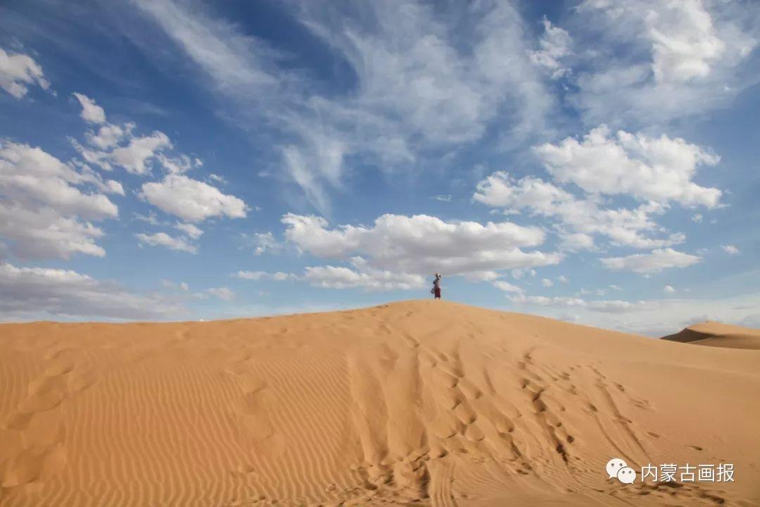 闯入沙漠——乌乌寻求的尘世天堂