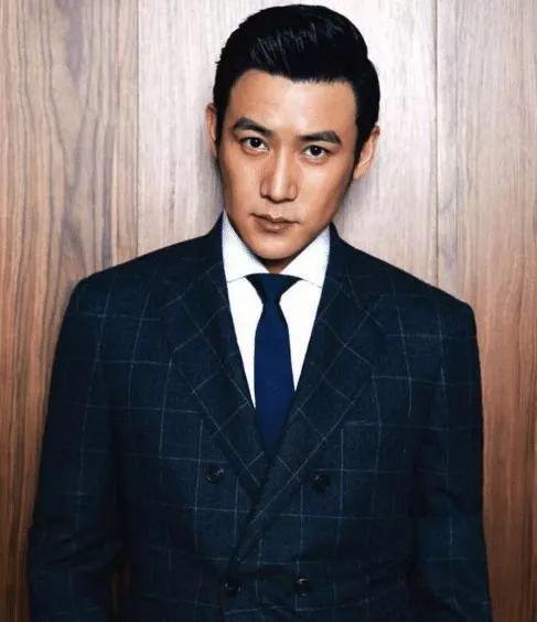 """有种""""中年危机""""叫43岁陆毅,胖到怀疑人生,曾经美男子一去不返"""