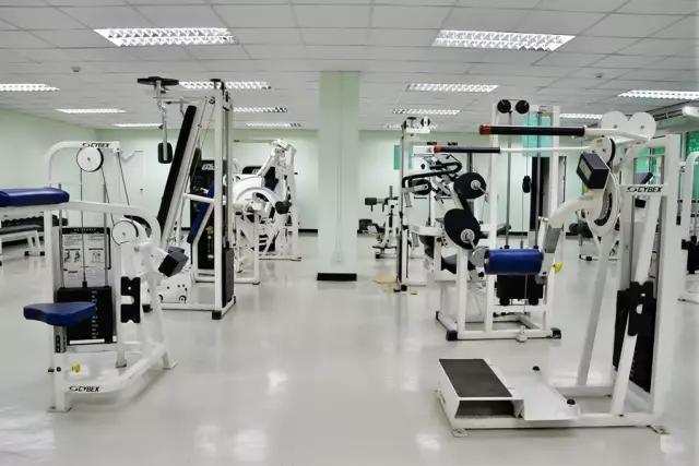 都来撸吉吉影院_除了学习,泡健身房撸铁也是出国的一大常态,来看看曼谷皇家理工健身