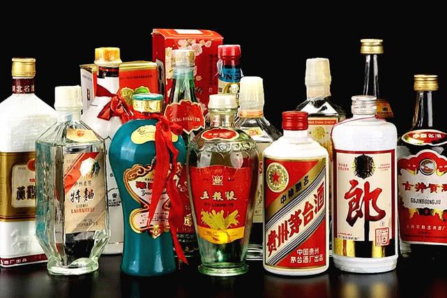 2019白酒销售额排行_2019光瓶白酒销量排行,畅销的光瓶酒新品牌