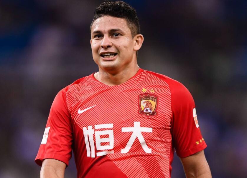 在这份名单中,效力于广州恒大的埃尔克森毫无悬念在列,成为中国足球历图片