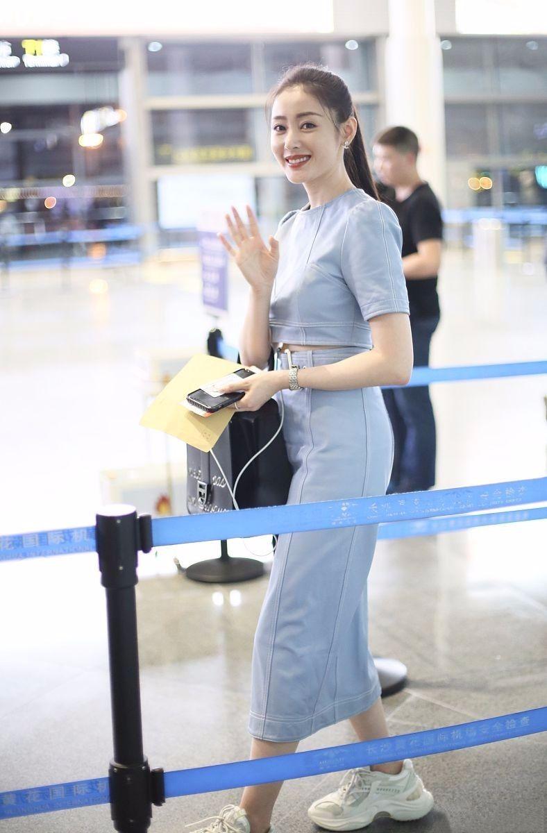 张天爱现身机场,皮肤白嫩气质完美,可这粗腰宽臀太抢眼!
