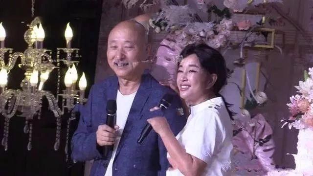 朱时茂儿子婚礼,一线明星云集,路透照暴露刘晓庆真实颜值!