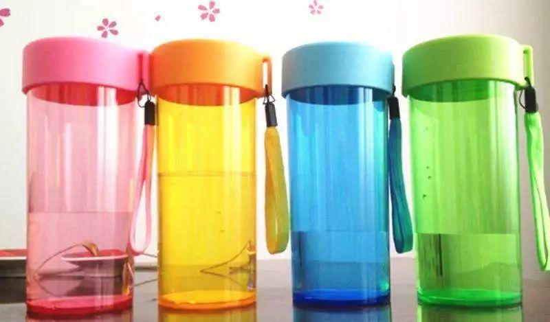 塑料水杯什么材质好_一般的塑料杯子是有什么材料做的 塑料杯材料生活