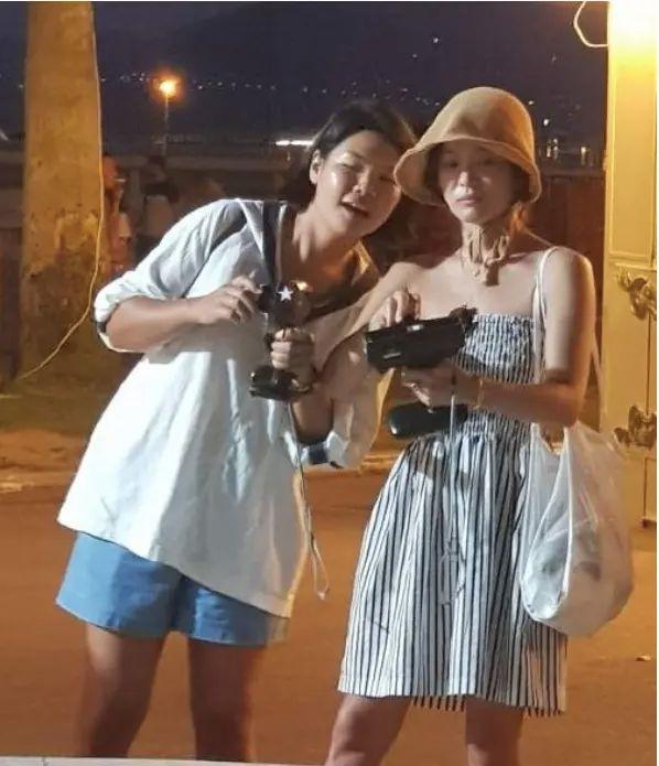 粉丝晒与宋慧乔合影,素颜的她很普通啊,没有了滤镜完全没气质!