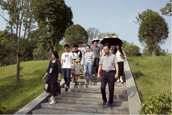 """盛京棋牌是黑彩么网络名人""""未来之城""""旅途完美收官自媒体""""大V"""