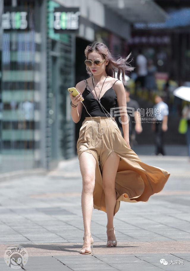 美女大尺度掰穴_最新街拍 | 重庆的夏天虽然热 但是美女多啊