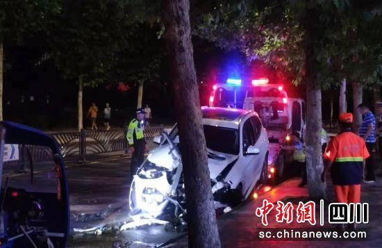 【中国新闻网】自贡交警集中曝光事故典型案例和多发路段