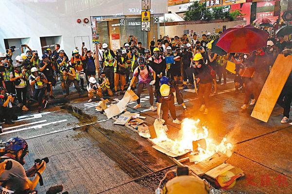 【觀察者網】香港記協20港元一張證,暴徒盯上了