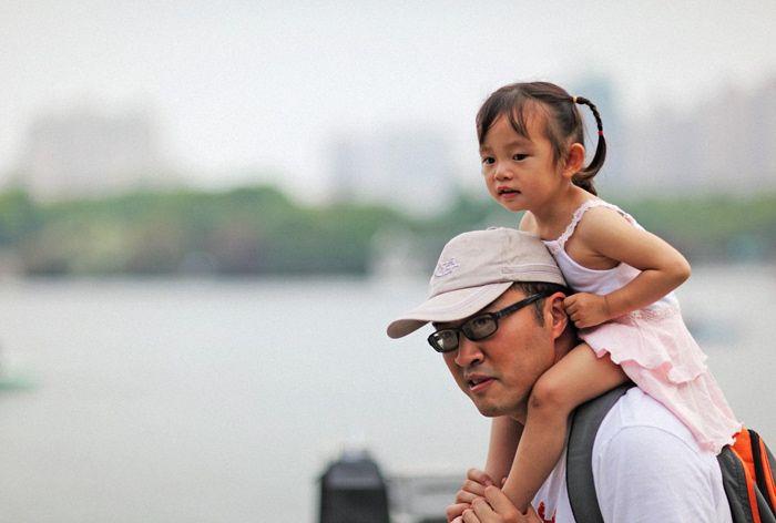 两名孩子溺水,爸爸先救自己孩子却被骂,随后一句话堵住众人的嘴