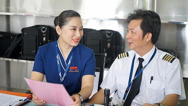 """机长娶空姐后过上""""丁克""""生活 十年来首次共度除夕"""