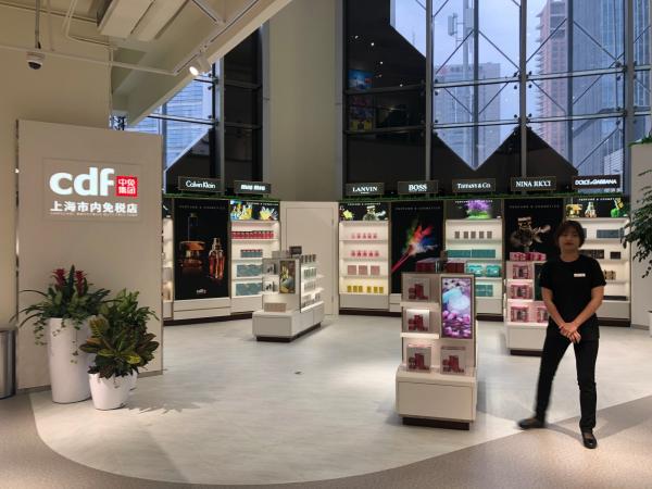 【澎湃新闻】上海再开一家市内免税店:大陆护照暂无法购买,需在机场提货