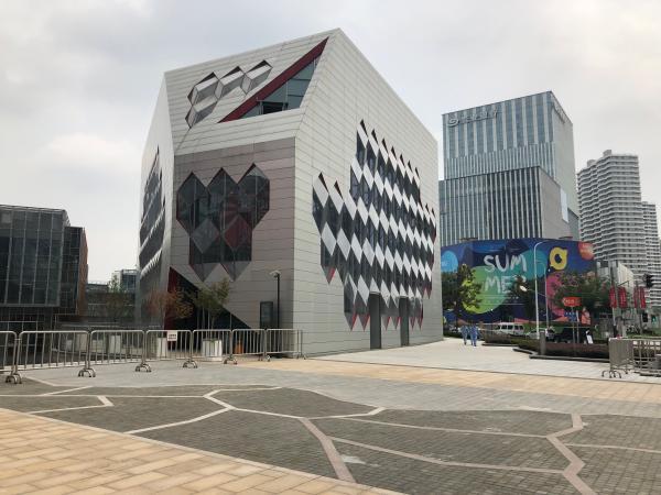 【澎湃新闻】上海再开一家市内免税店:大陆护照暂无法购买,需在机场提