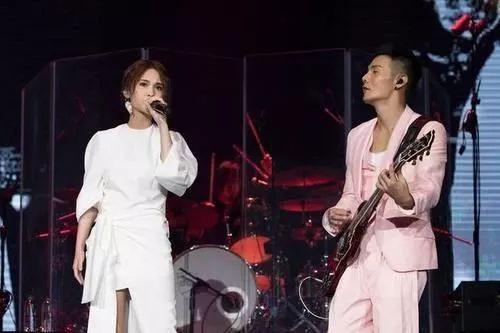 杨丞琳还原求婚现场,透露两年之内办婚礼