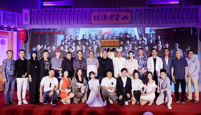 """张可盈表态《老酒馆》公布会 刘江导演评价""""上天给的小棉袄"""""""