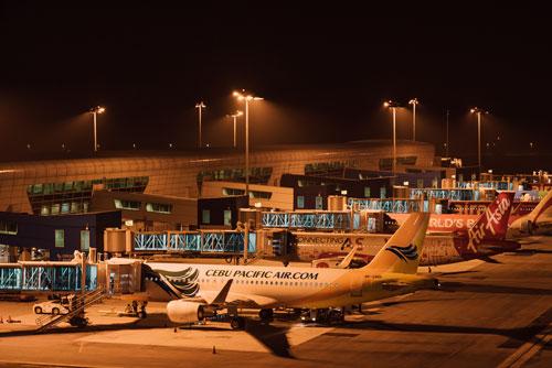<b>马来西亚吉隆坡国际机场出现技术故障致多个航班延误</b>