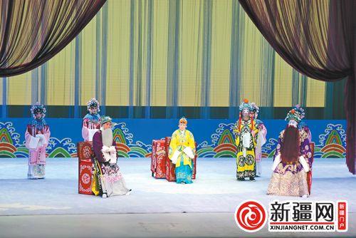 名家联袂为市民献上京剧《龙凤呈祥》