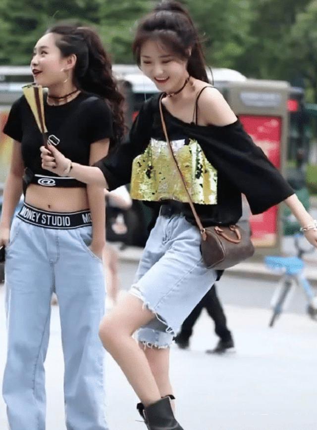 爆笑GIF图:妹子,你和闺蜜的腿一样短,但人家会秀