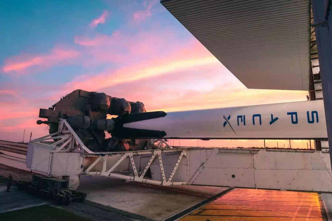 太空中飘着的特斯拉:追踪埃隆·马斯克的跑车和乘客Starman的宇宙