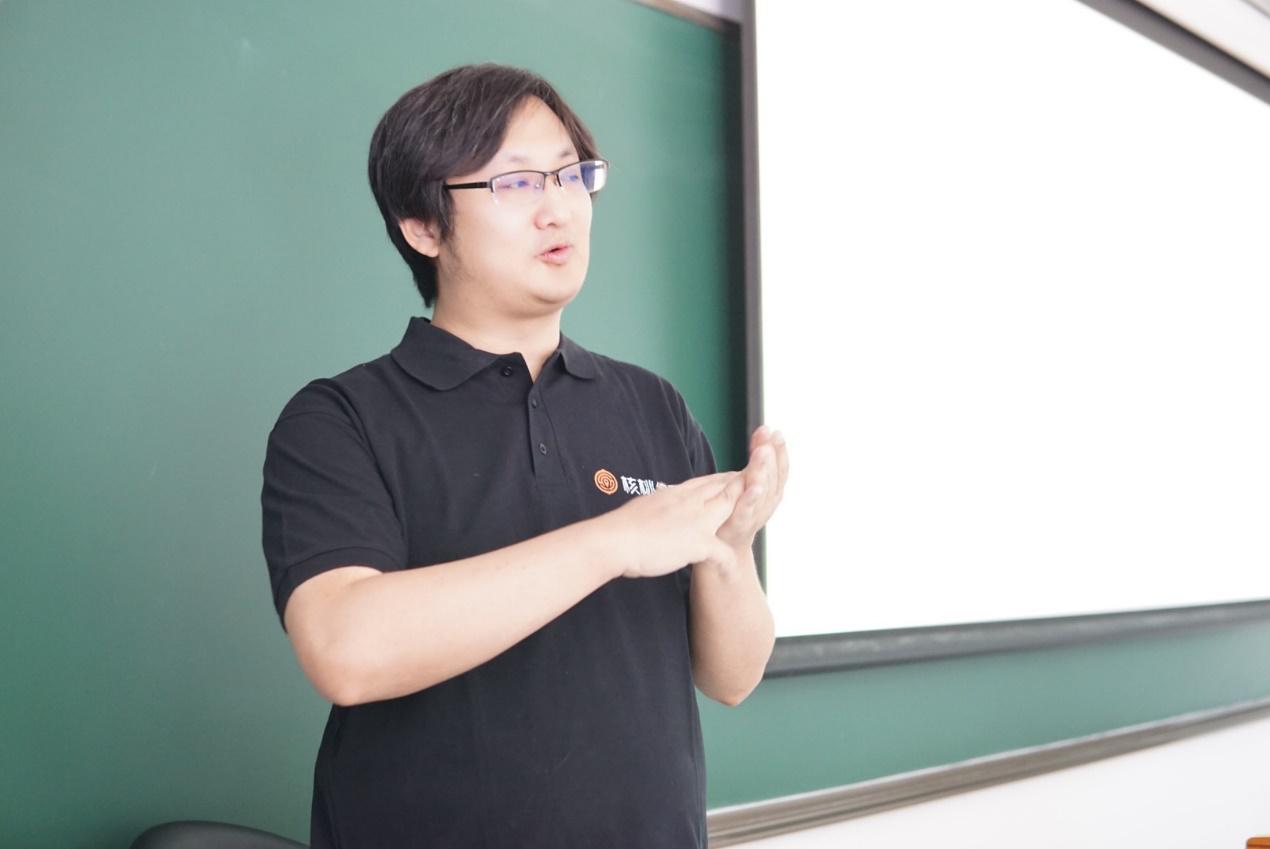 核桃编程曾鹏轩对话IMUSE中美大学生:AI是推进教育均衡发展的唯一途径