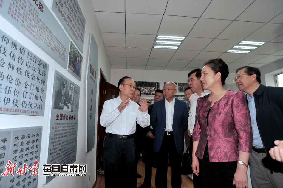 <b>陈青点赞甘肃日报报史馆,称赞甘肃新媒体集团是新时代的跨越</b>